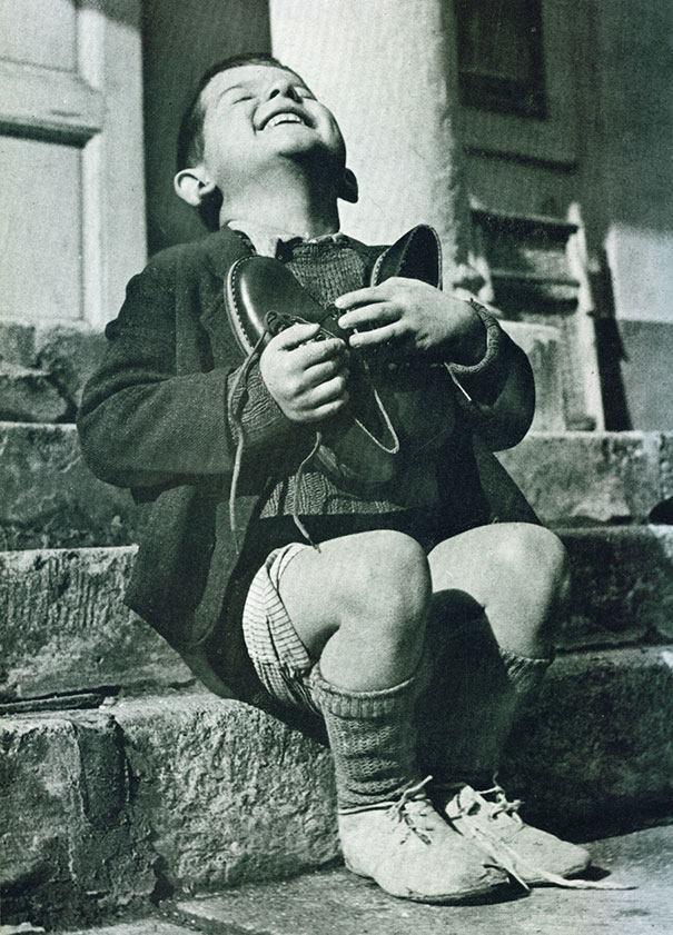 niño austriaco zapatos Segunda Guerra Mundial