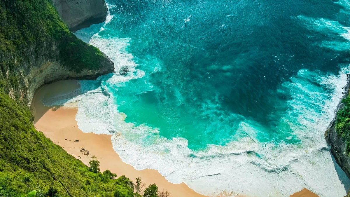 kelingking-beach-blue-crystal-water-island-bali